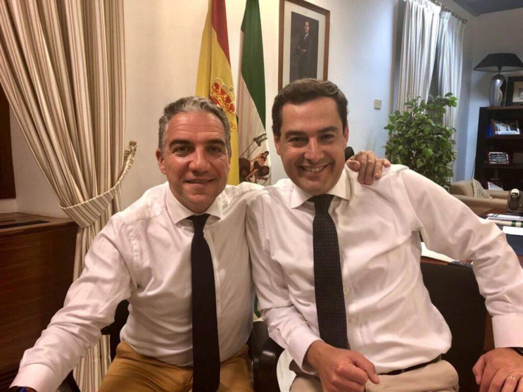 El consejero de Presidencia, Elías Bendodo, y el presidente andaluz, Juan Manuel Moreno Bonilla