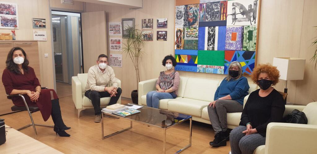 210305 foto PSOE Carmen Aguilar y José Luis Sánchez Teruel con representantes del sector de estética de Almería