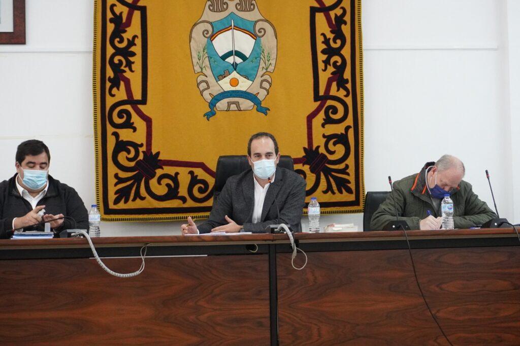 Foto alcalde (C), portavoz gobierno (iz) y secretario (dcha) 2