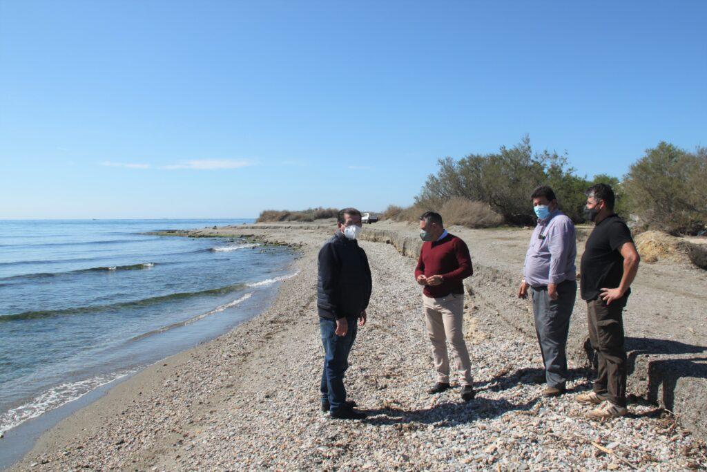 Visita del diputado nacional por el PSOE de Almería junto al secretario general del PSOE de El Ejido a la playa de Guardias Viejas
