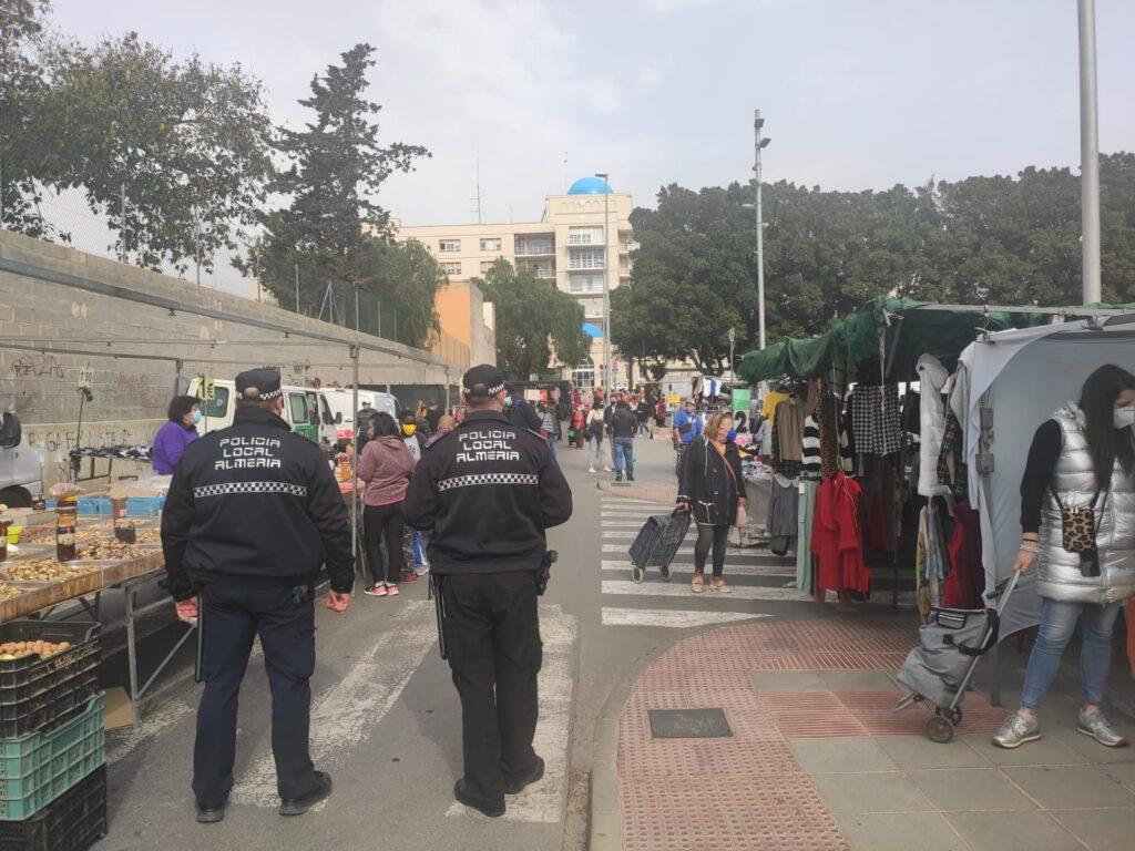 Patrulla policial en Almería.