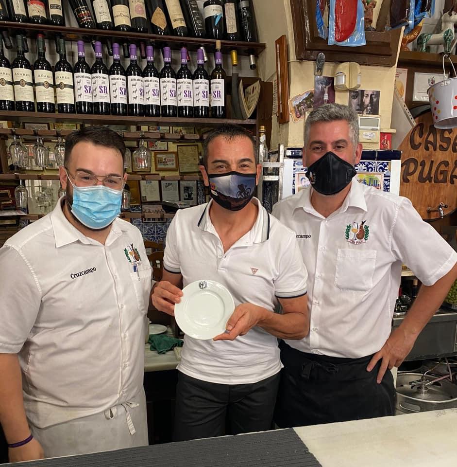 Trabajadores de un bar de la capital