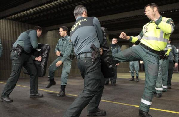 Agentes de la Guardia Civil en un entrenamiento