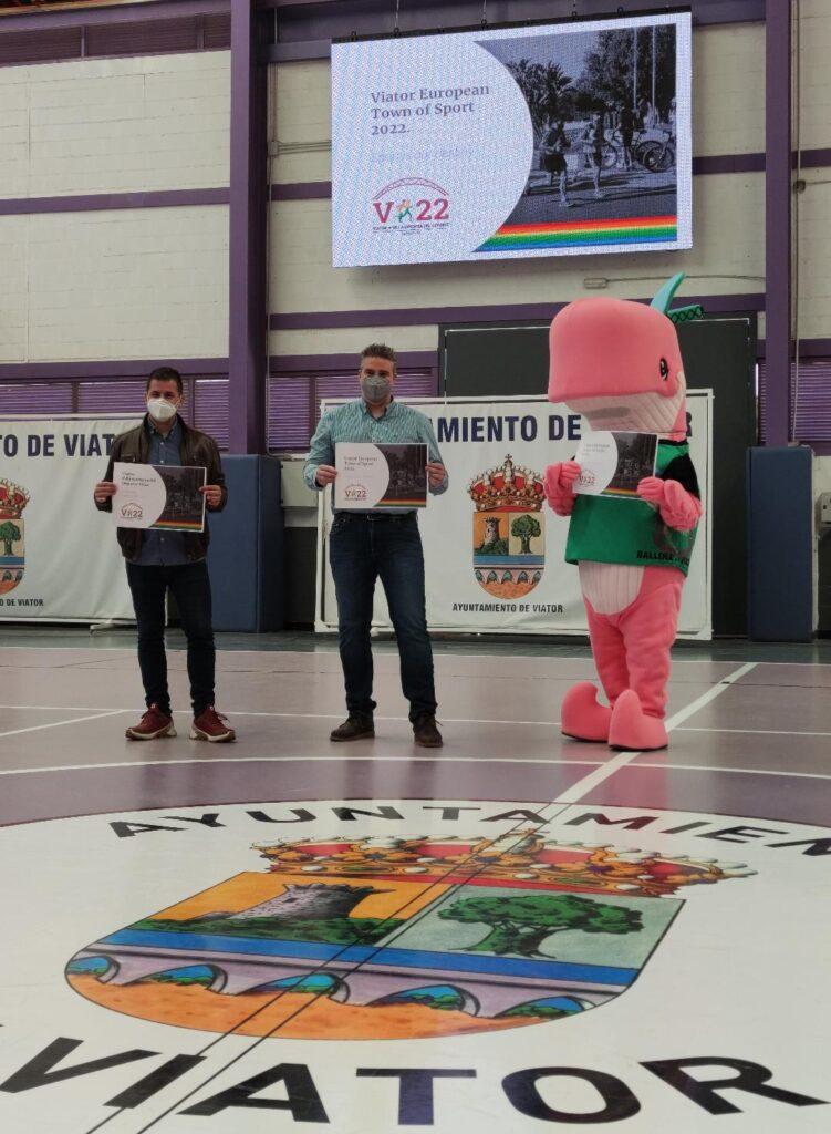 El concejal de Deportes y el alcalde de Viator (derecha)