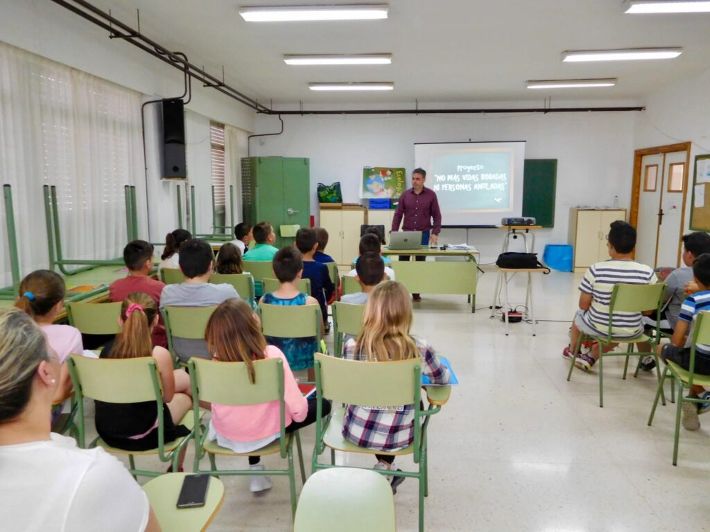 Charla anterior a escolares de Pechina impartida por Óscar Sánchez