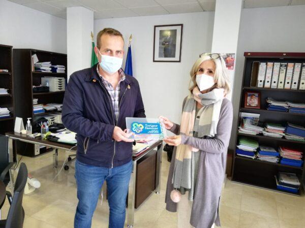El alcalde de Lubrin con una empresaria local