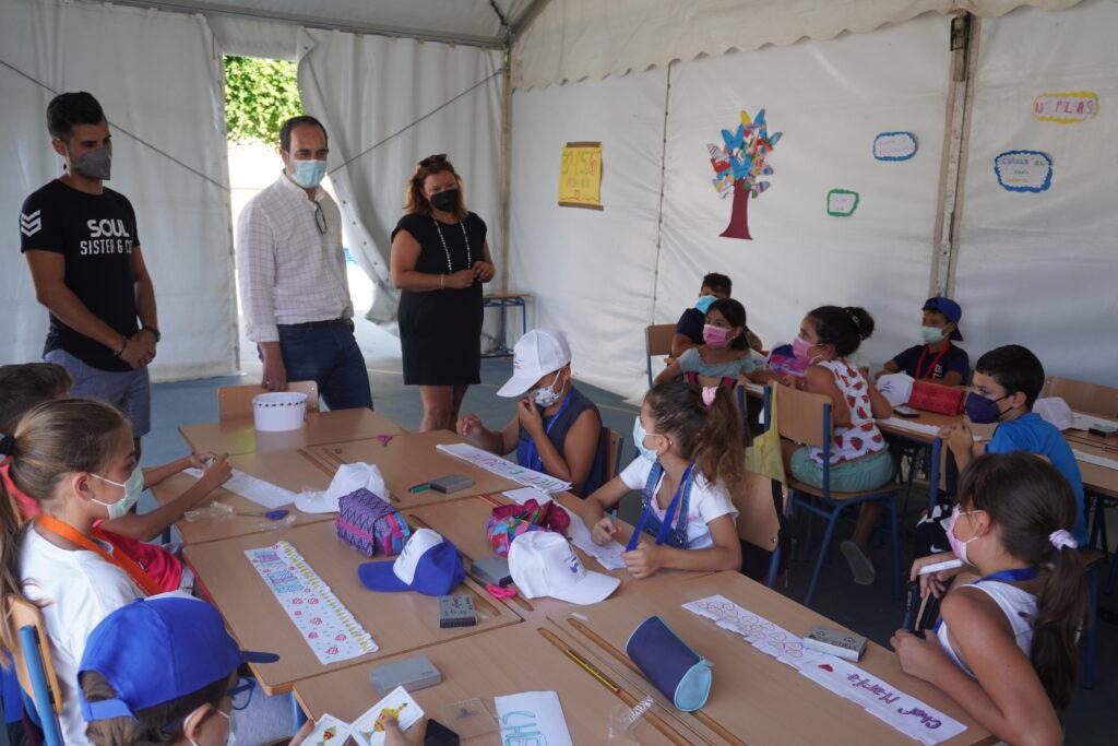 Alcalde y concejala Escuela de Verano 2021