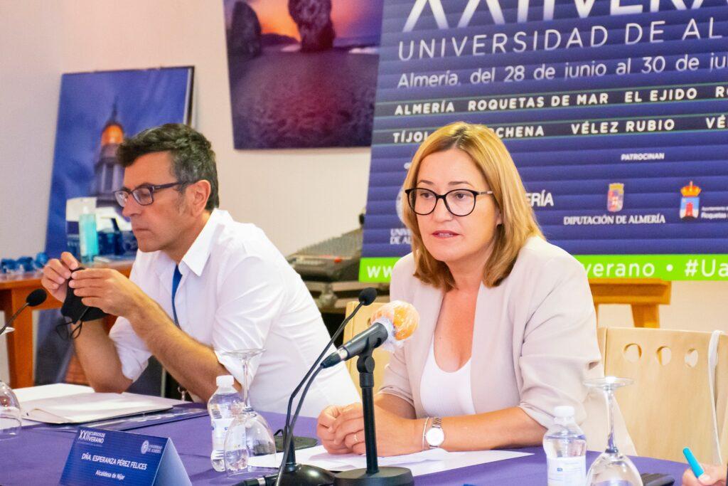 Esperanza Pérez inaugura el curso de verano de la UAL