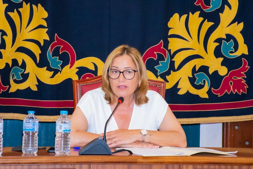 La alcaldesa, Esperanza Pérez durante la sesión plenaria