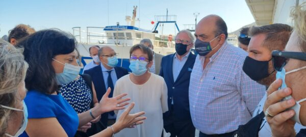 La comisaria europea de Pesca se entrevista con representantes del sector, en Almería.
