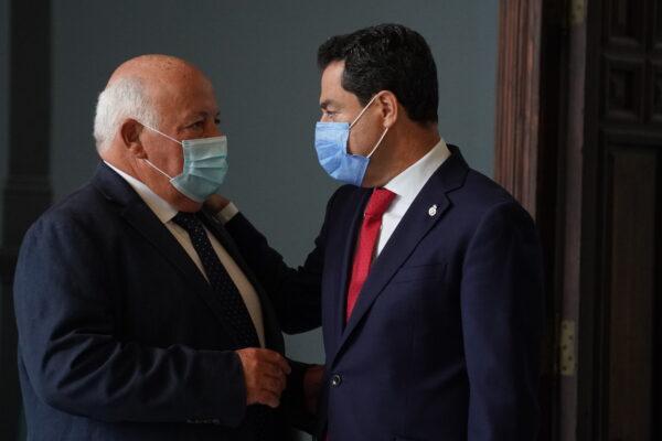 El consejero de Salud y el presidente de la Junta.