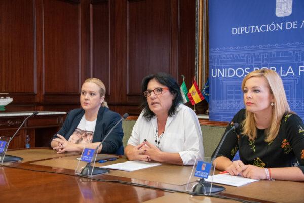 Las diputadas provinciales del PSOE Yolanda Lozano, María González y Teresa Piqueras en una imagen de archivo