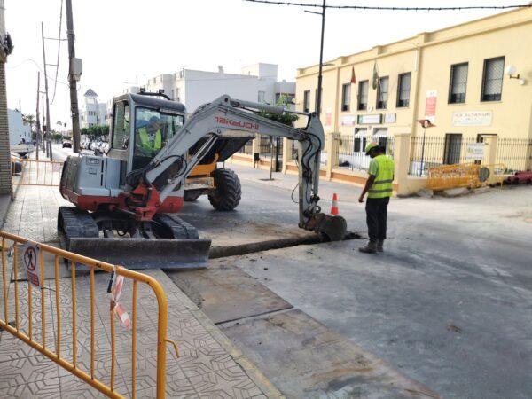 Obras en una calle de Vera.