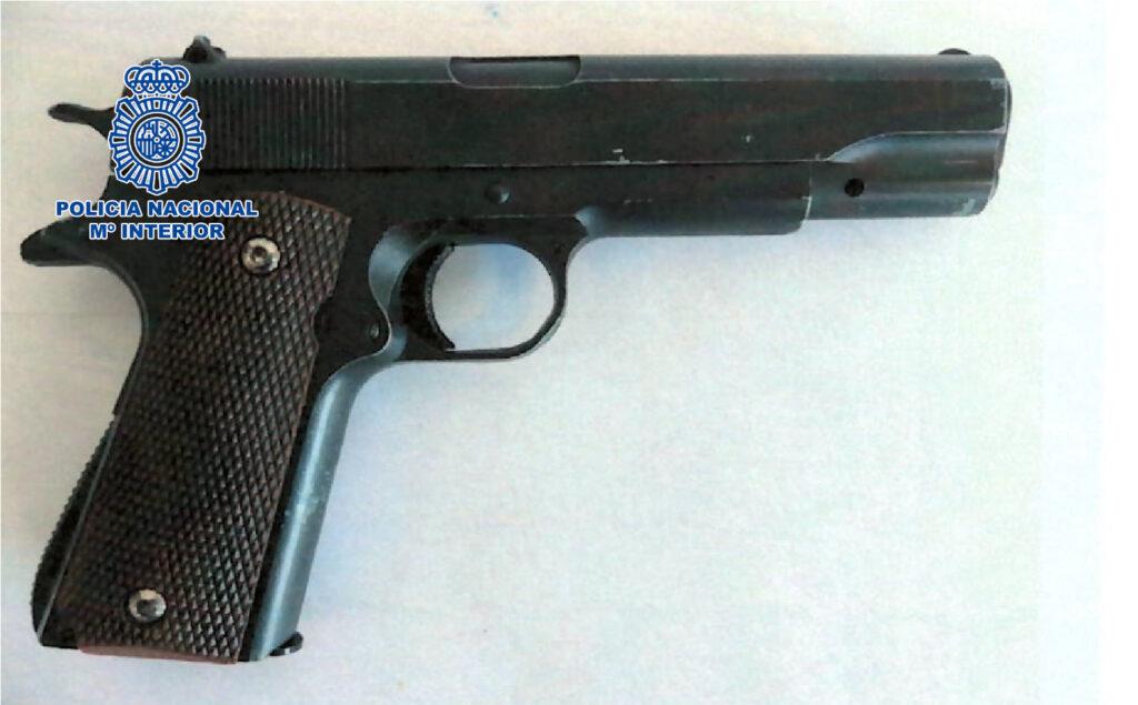 Arma encontrada por la policía.